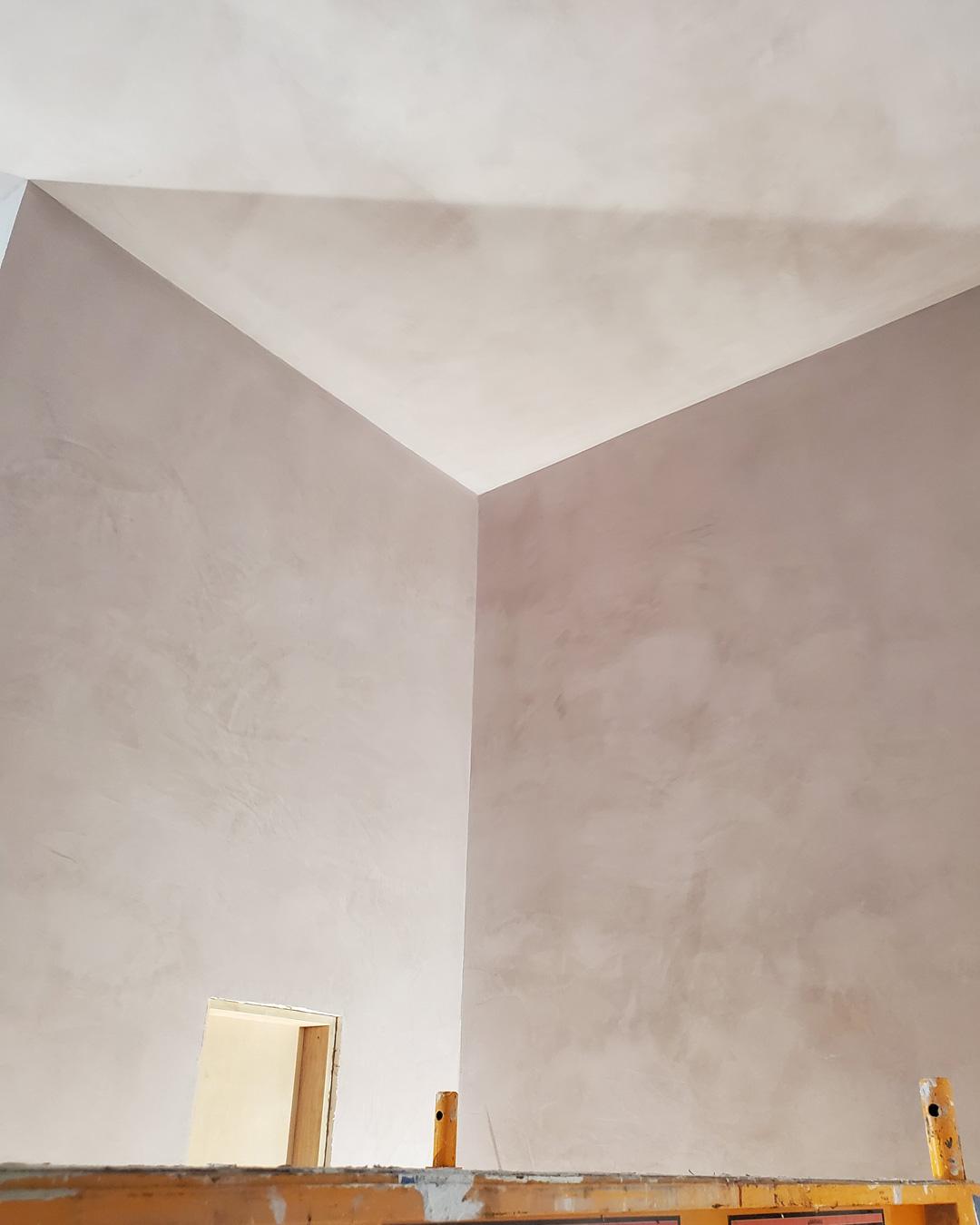 Sylvia T Designs – Tadelakt plaster finish. Dry application in a New Orleans residential bathroom.